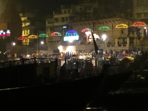 The evening Hindu ganga aarti ceremony begins.