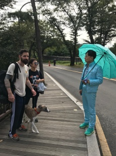 Yoojin says she sees this guy every time she comes to the park, each time clad in a different color from shoes to umbrella.